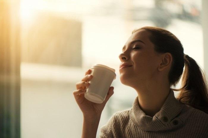 Картинки девушка утром с кофе 005