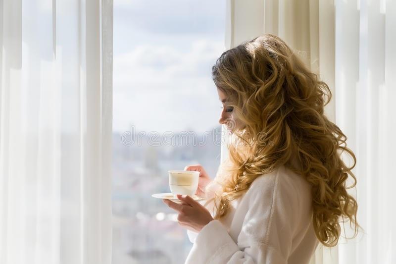 Картинки девушка утром с кофе 010