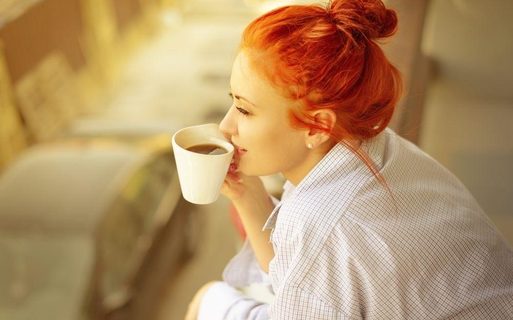 Картинки девушка утром с кофе 015