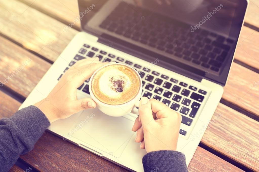 Картинки девушка утром с кофе 018