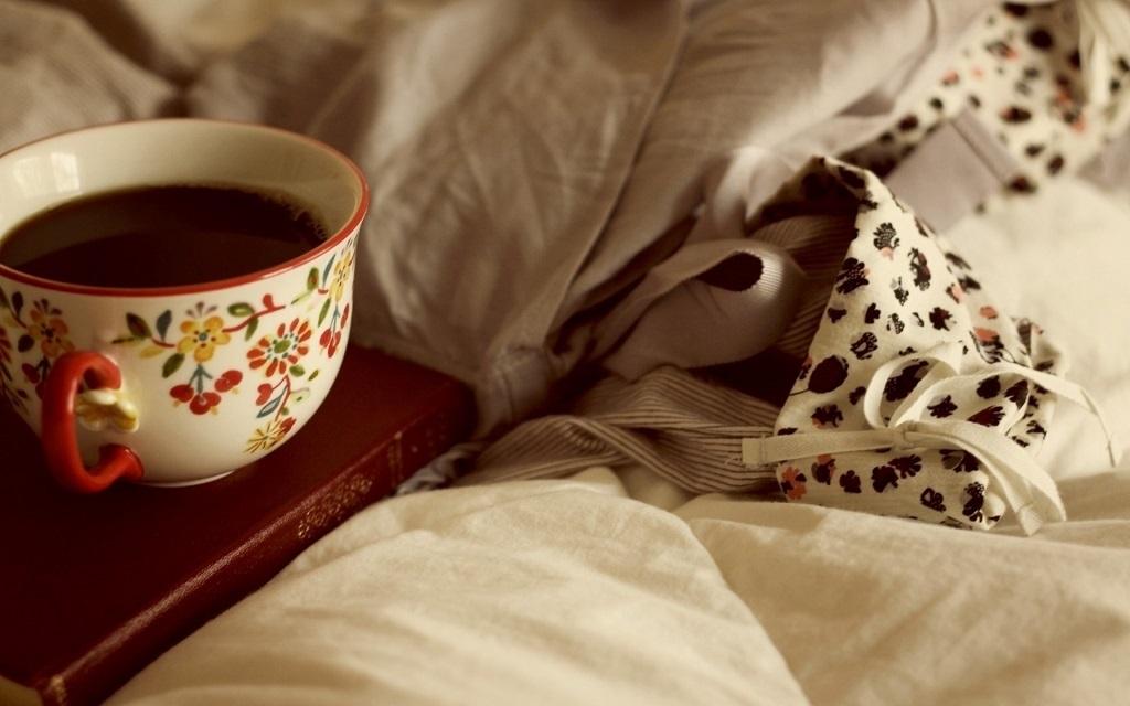 Картинки девушка утром с кофе 019