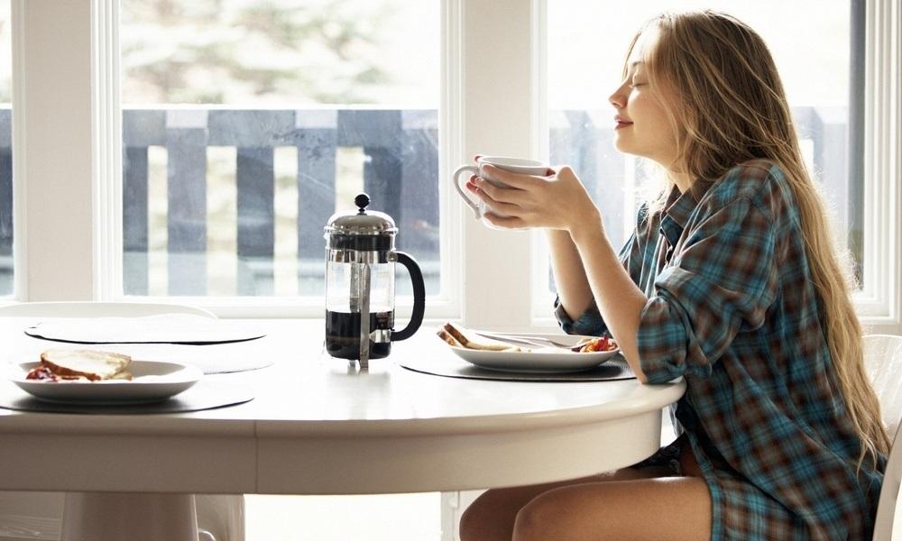 Картинки девушка утром с кофе 022
