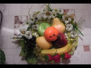 Картины своими руками из искусственных фруктов и цветов 004