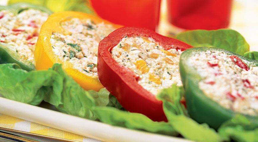 Перец, фаршированный творогом и сыром