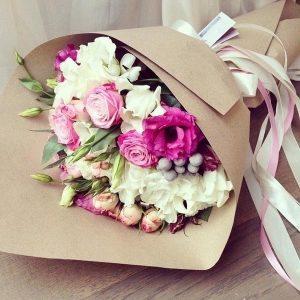 Цветы в коричневой бумаге 011