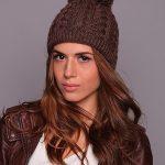 Вязаная спицами шапка с бубоном — интересные фотографии