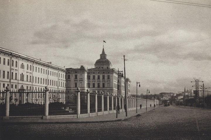 В России объявлено о введении 7 часового рабочего дня (1929) 010