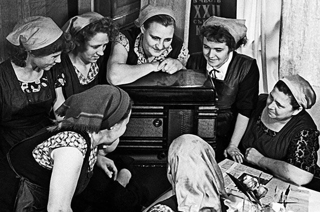 В России объявлено о введении 7 часового рабочего дня (1929) 013
