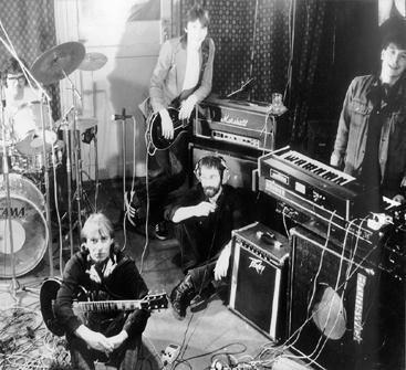 В ленинградском рок клубе дебютировала группа «ДДТ» (1987) 012