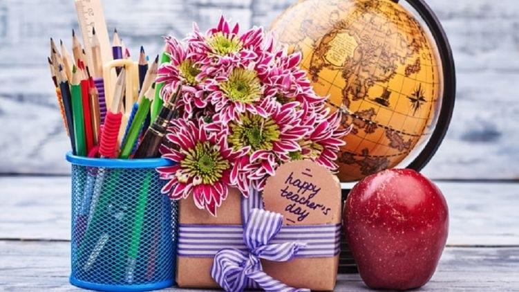 День учителя в 2019 картинки и открытки016