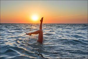 Интересные картинки девушки на море 020