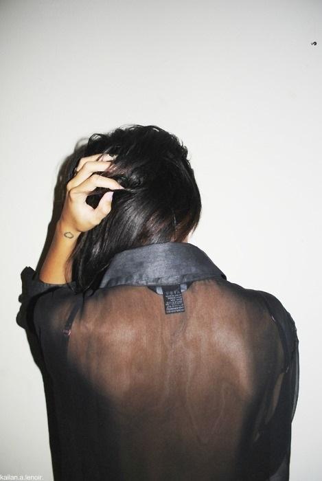 Картинки на аватарку спиной с короткой стрижкой