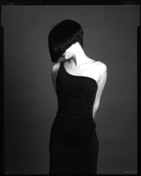 Картинки брюнеток со спины на аватарку с короткой стрижкой014