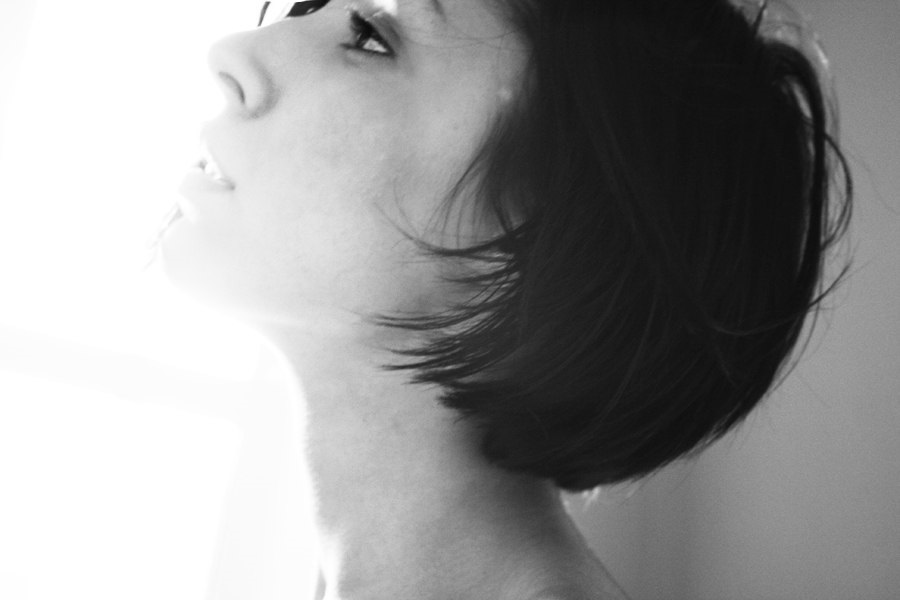 Картинки брюнеток со спины на аватарку с короткой стрижкой016