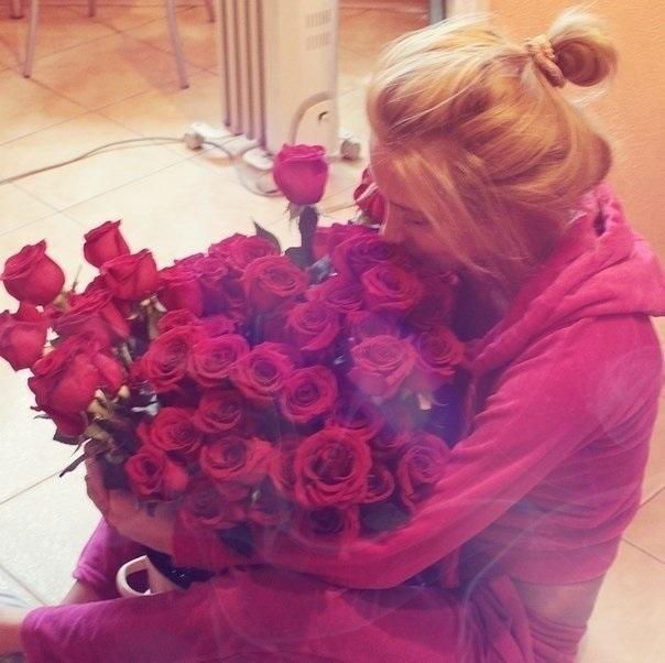 Картинки девушек с цветами блондинки без лица на аватарку001