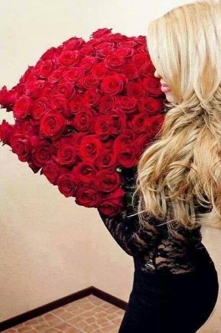 Картинки девушек с цветами блондинки без лица на аватарку004