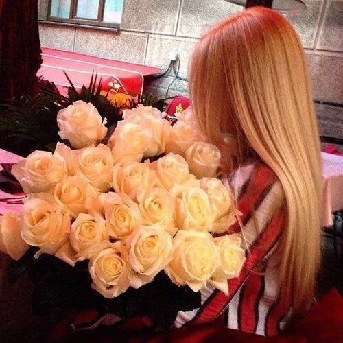 Картинки девушек с цветами блондинки без лица на аватарку014