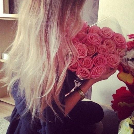 Картинки девушек с цветами блондинки без лица на аватарку016