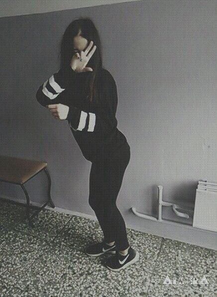 Картинки девушек с черными волосами без лица на аватарку002