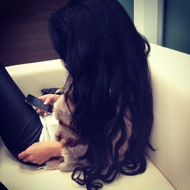 Картинки девушек с черными волосами без лица на аватарку005