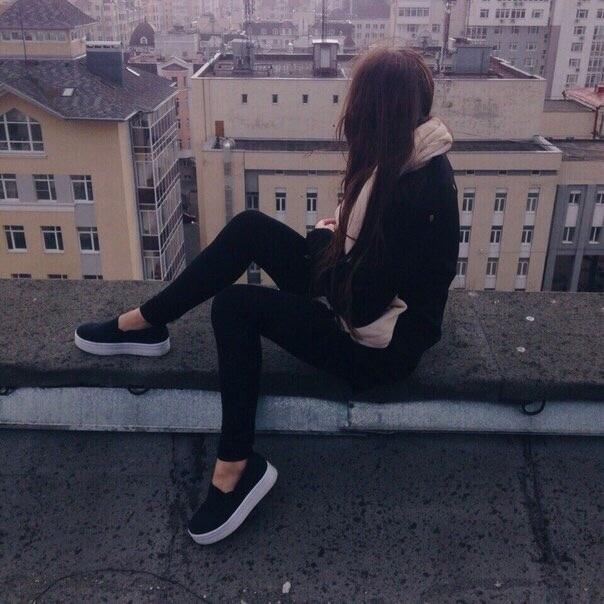 Картинки девушек с черными волосами без лица на аватарку008