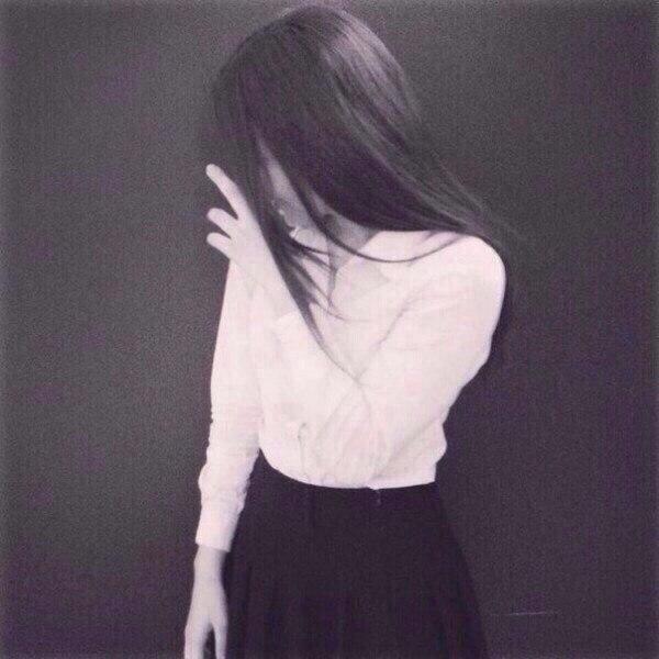 Картинки девушек с черными волосами без лица на аватарку012