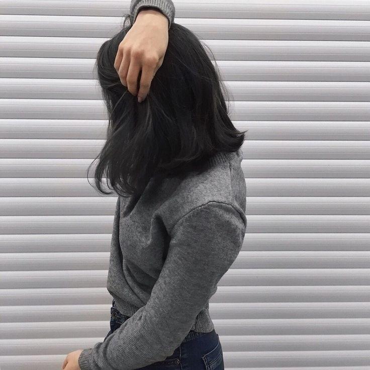 Картинки девушек с черными волосами без лица на аватарку013
