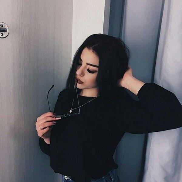 Картинки на аватарку без лица девушки с темными волосами004