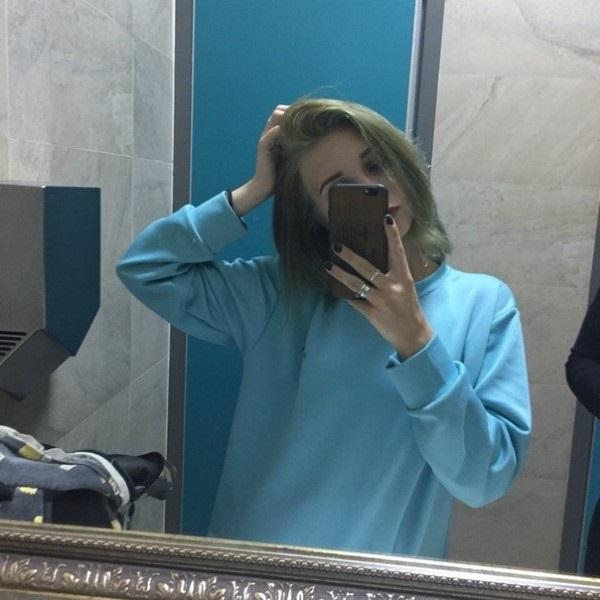 Картинки на аватарку девушка с русыми волосами без лица004
