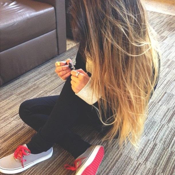 Картинки на аватарку девушка с русыми волосами без лица005