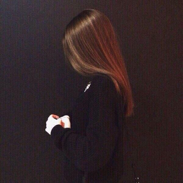 Картинки на аватарку девушка с русыми волосами без лица008