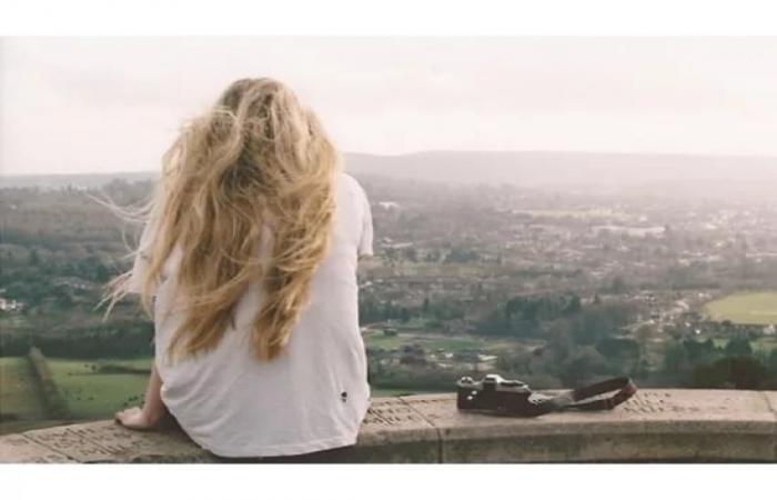 Лучшие фото на аватарку для девушек без лица летом блондинка005
