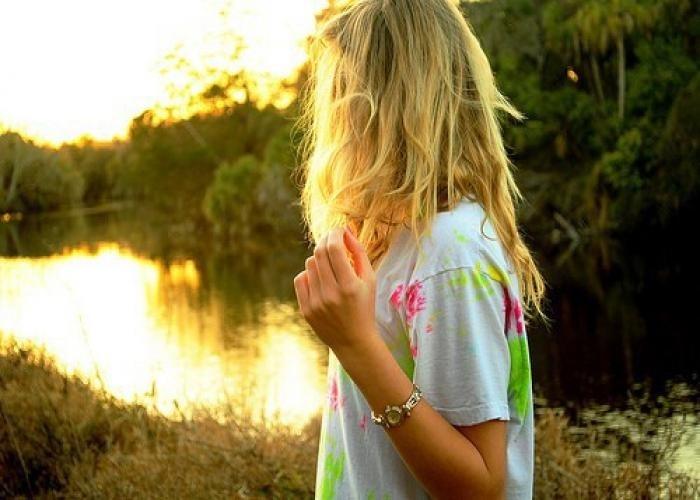 Лучшие фото на аватарку для девушек без лица летом блондинка010