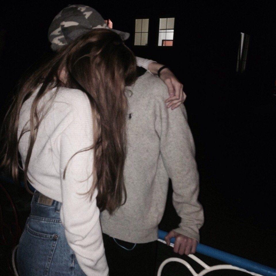 Парень с девушкой целуются без лица на аватарку картинки004