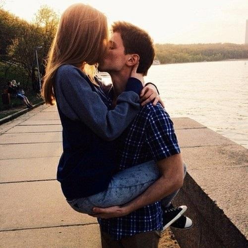Парень с девушкой целуются без лица на аватарку картинки006