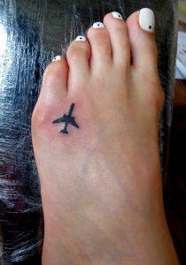 Самолет на ноге тату 022