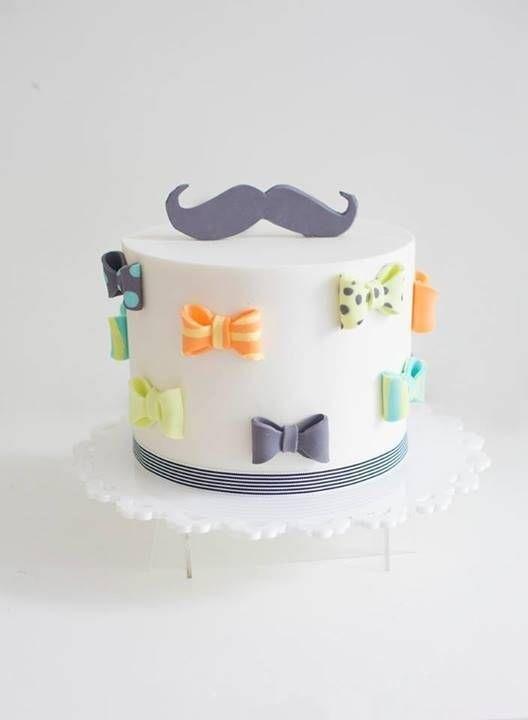Торт с усами и бабочкой 024