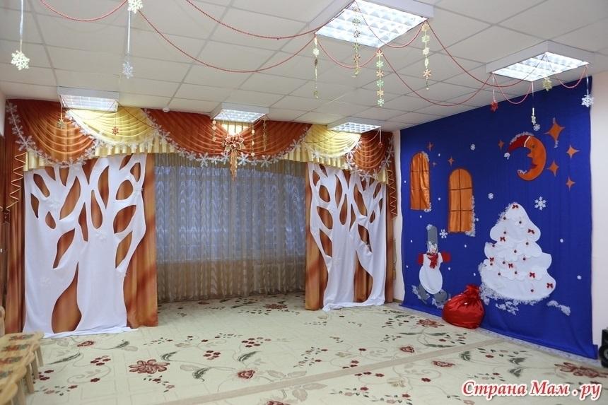 Украшение музыкального зала к новому году в детском саду 001