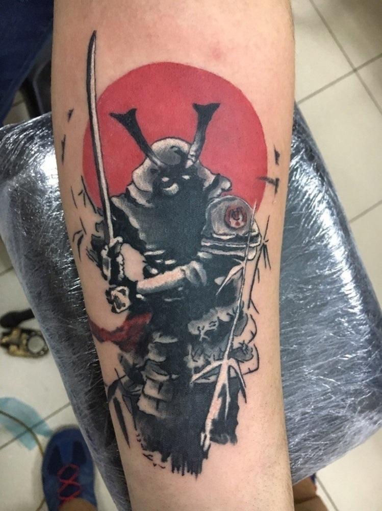 Эскизы тату самурай на руку 021