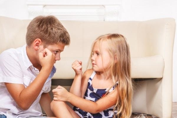 брат и сестра дети 012