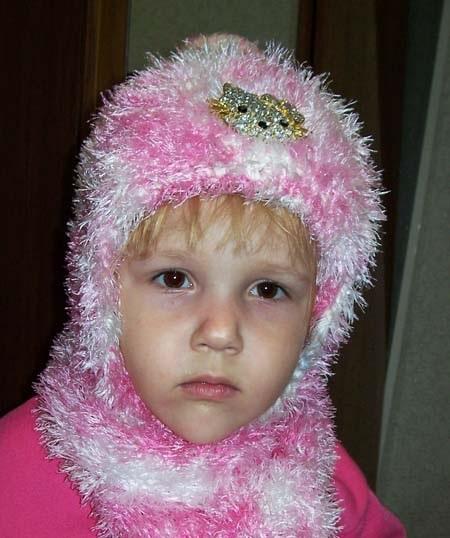 детская шапочка спицами из травки 011