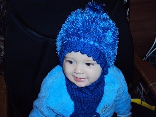 детская шапочка спицами из травки 015