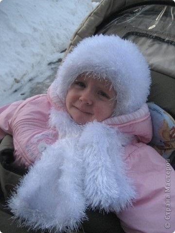 детская шапочка спицами из травки 018