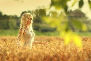идеи фотосессии осенью в поле 021