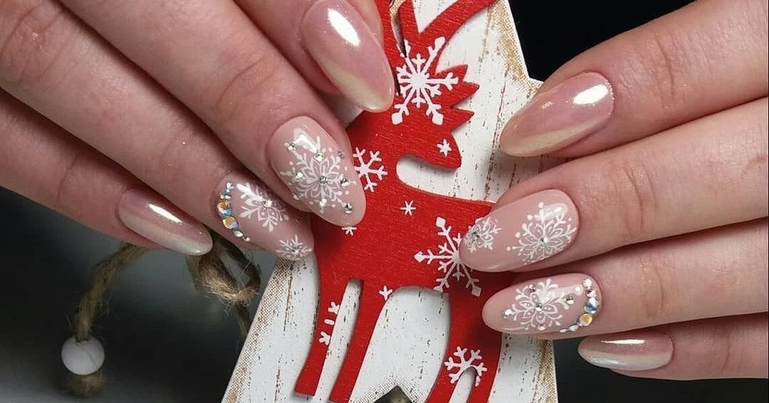для картинки со снежинками на ногтях природных красот