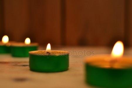 свечи в дереве 021