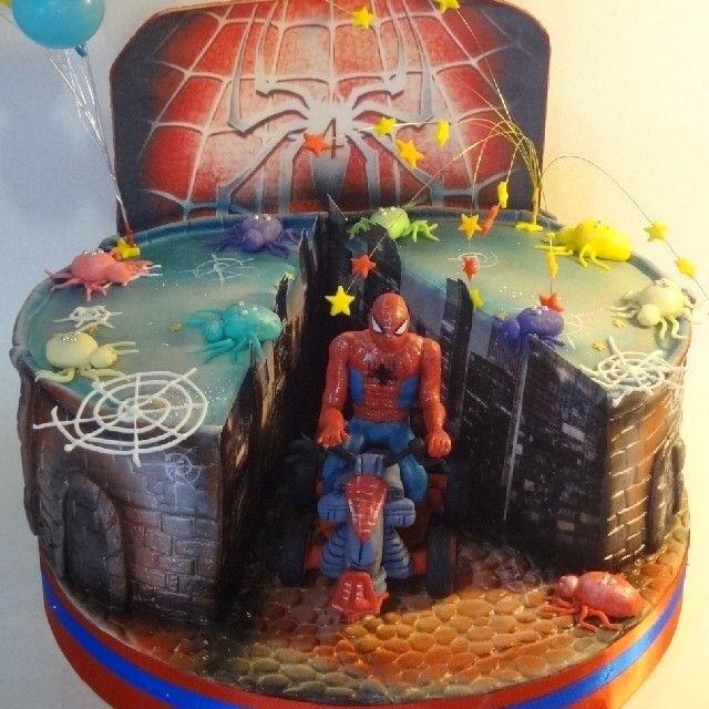 торт на тему человек паук 007