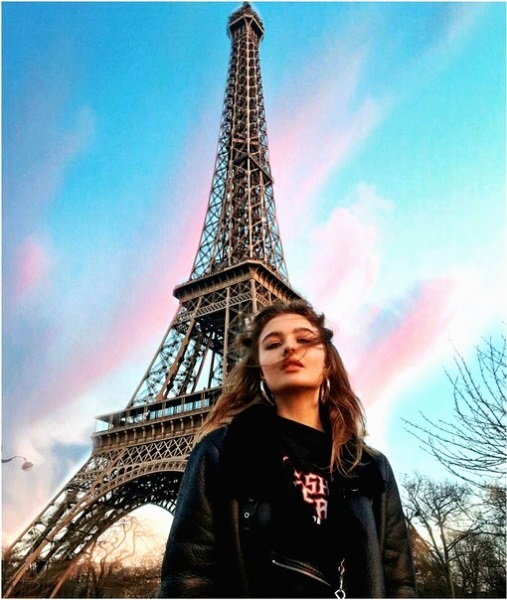 эйфелева башня и девушка 010