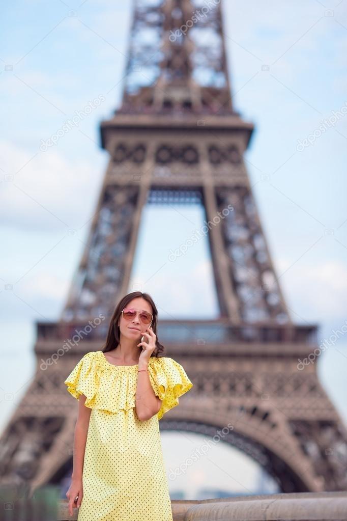 эйфелева башня и девушка 011