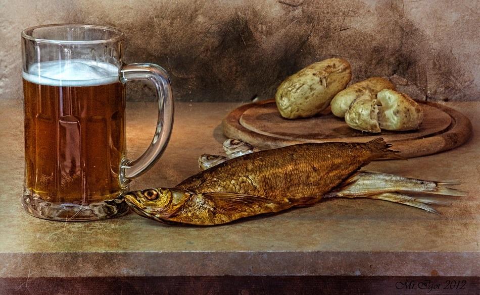 Натюрморт с пивом и рыбой 001